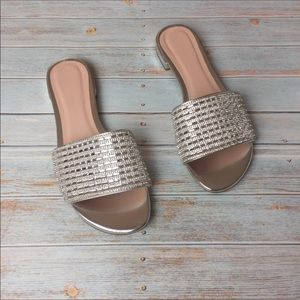 Chinese Laundry Silver Slip On Sandal, size 8